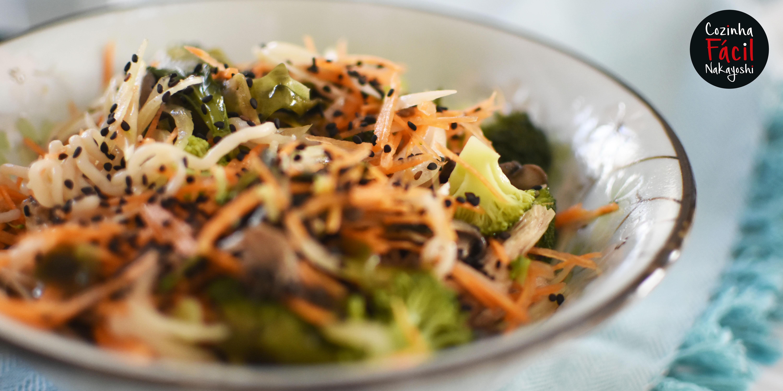 Salada morna de Tofu Noodles | Cozinha Fácil Nakayoshi #47